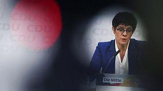 Merkel pierde a su delfín y la CDU puede girar hacia la derecha