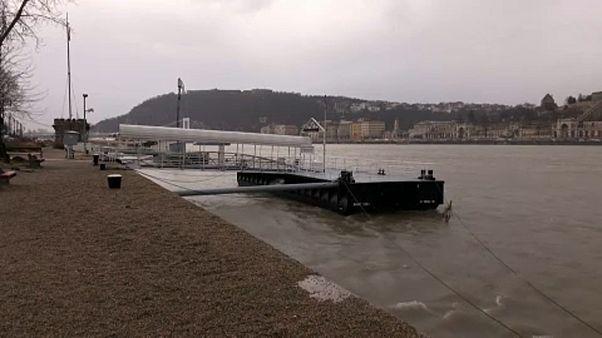 [NO COMMENT] Budapestre ért a vihar