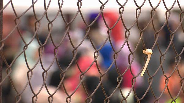 Zaun um Flüchtlingslager