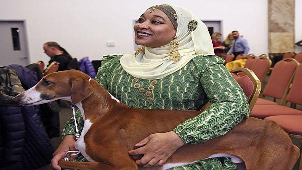 عليا تيلور تحضر مع كلبها باهر في معرض وستمنستر للكلاب في نيويورك. صورة بتاريخ 2020/02/04
