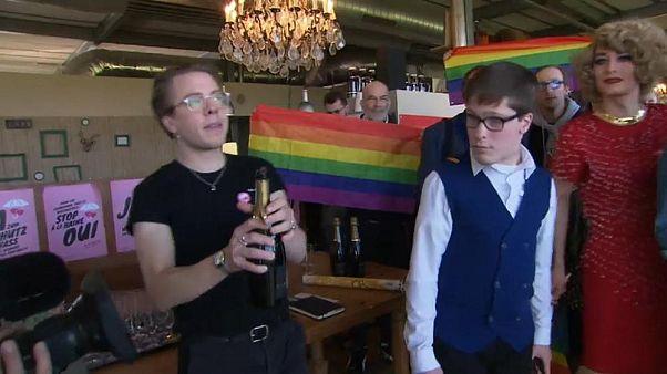 مردم سوئیس در یک همهپرسی به قانون جدید علیه همجنسگرا هراسی رأی دادند