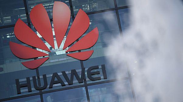 Le logo de l'entreprise chinoise Huawei photographié sur son siège britannique à Reading, le 28 janvier 2020.