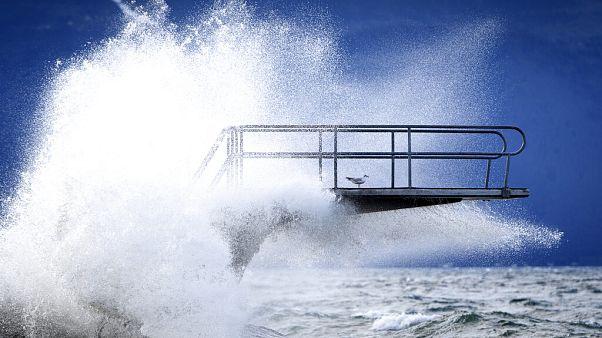 L'Uragano Ciara soffia sull'Europa venti a forza da record