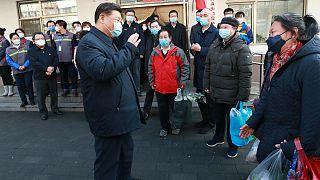 شی جین پینگ، رئیس جمهوری چین هنگام بازدید از محلهای در پکن