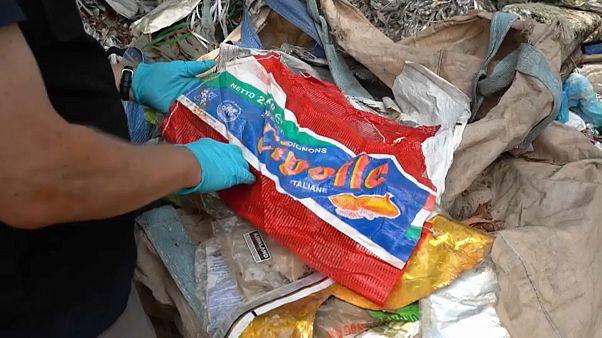 إيطاليا ترحّل 1300 طنّ من النفايات البلاستيكية إلى ماليزيا
