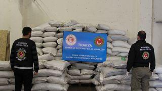 Bakan Pekcan, Gümrük Muhafaza ekiplerince Kapıkule'de bir operasyonda 2 ton 70 kilogram esrar ele geçirildiğini açıkladı