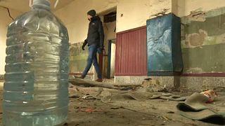 Elhagyatott házakban éjszakáznak a menekültek Szerbiában