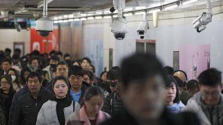 Fişleme mi mükafat mı? Çin'de vatandaşlara puan veren Sosyal Kredi Sistemi 2020'de yürürlüğe giriyor