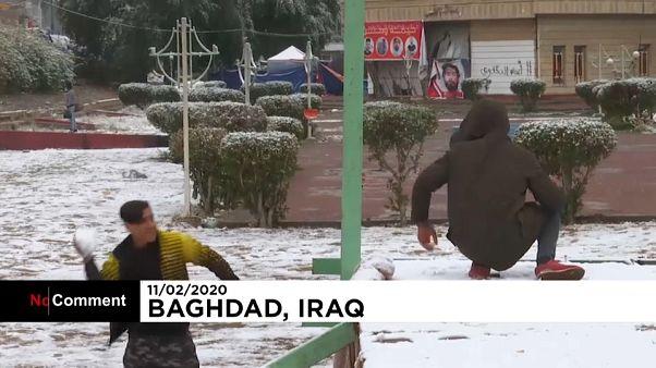 Primera nevada en Bagdad en una década
