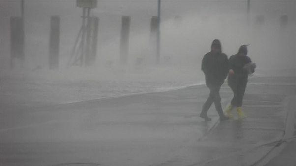 شاهد: العاصفة سيارا تضرب سويسرا والرياح على أشدها في الجبال