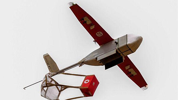 İnsansiz hava aracı (İHA) ile ilk yardım kargosu - Acil drone hattı zipline - Ruanda, Gana - Afrika