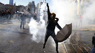 Bejrút: könnygázt lőttek a tüntető tömegbe a libanoni biztonsági erők