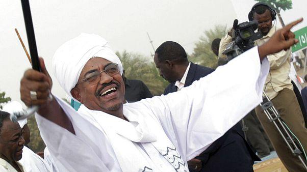 عضو شورای حکومتی سودان: عمر البشیر را به دادگاه لاهه تحویل میدهیم