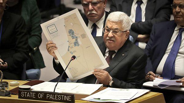 عباس أثناء حديثه عن خطة السلام الأمريكية في مجلس الأمن