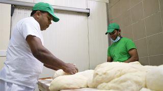 Bocsánatkérést követelnek a helyiek a ditrói pékségtől, amiért az vendégmunkásokat foglalkoztat