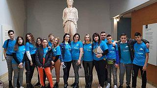 Tραγούδησαν το «Τζιβαέρι» στην Καρυάτιδα στο Βρετανικό Μουσείο (vid)