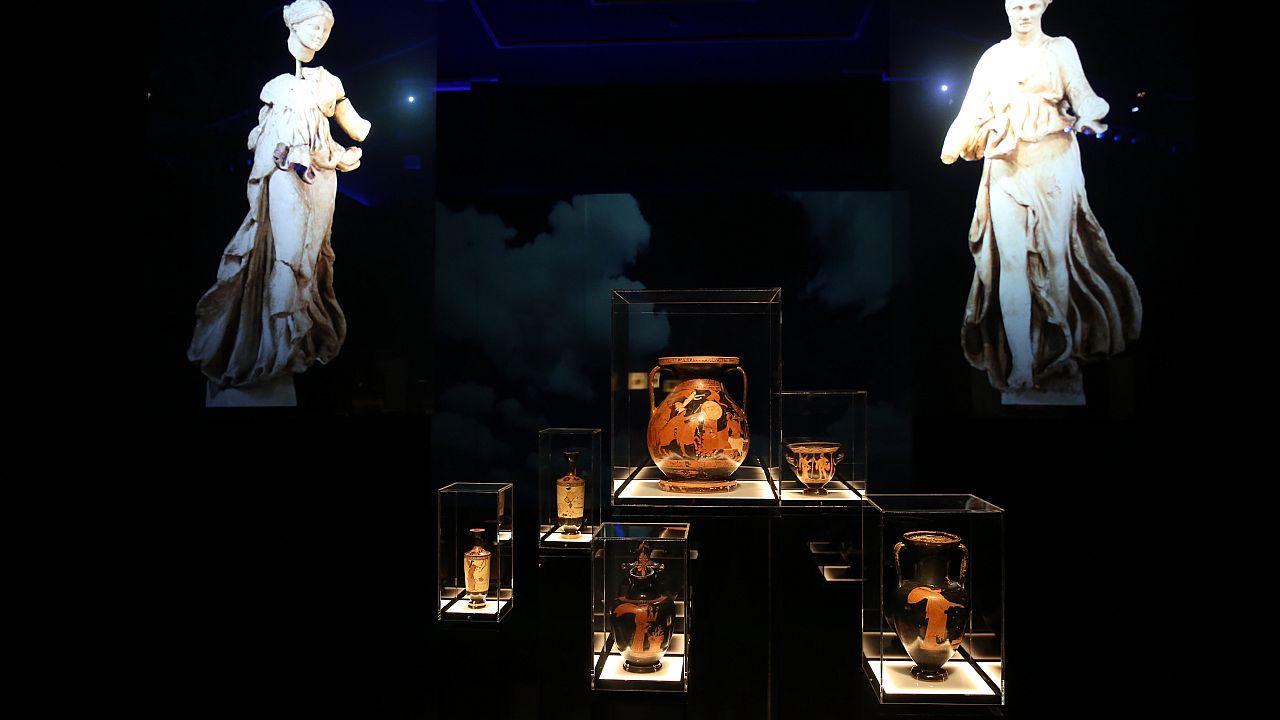 Εκθέματα από την έκθεση με τίτλο: «Δι' αυτά πολεμήσαμεν… Αρχαιότητες και Ελληνική Επανάσταση», στο Εθνικό Αρχαιολογικό Μουσείο