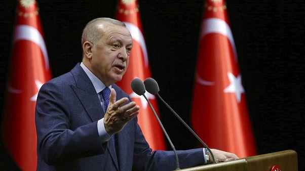 """Erdogan sagte in Ankara, die syrische Regierung werde einen """"sehr sehr hohen Preis"""" für Angriffe auf türkische Truppen bezahlen."""