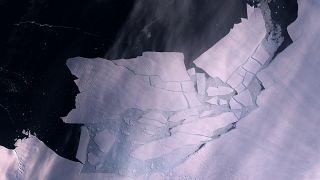 Imagen tomada por el satélite Sentinel 2 de la enorme masa de hielo que se ha separado del glaciar