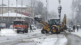 بارش مرگبار برف در گیلان؛ زلزله شمال ایران را لرزاند