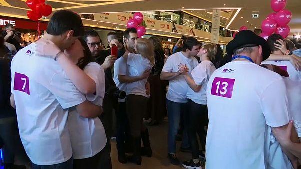Λευκορωσία: Διαγωνισμός φιλιού στο Μινσκ