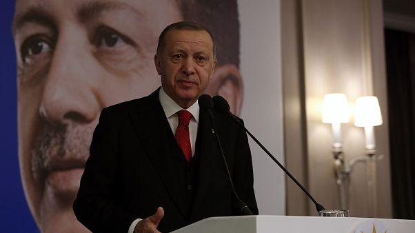Erdoğan: Türkiye'nin karşısında hangi gavur varsa onun kılıcını çalanları ifşa edeceğiz