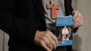 Papa foge ao tema da ordenação de homens casados