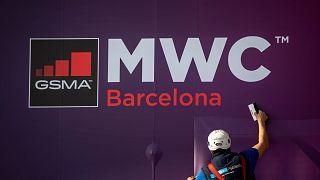 Une affiche annonçant le salon mondial du mobile, le 11 février 2020 à Barcelone