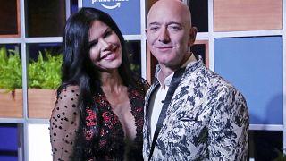 الرئيس التنفيذي لشركة أمازون جيف بيزوس وصديقته لورين سانشيز