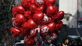 Suudi Arabistan'da Sevgililer Günü yasağı kalkıyor: Güller, kırmızı kalpler tekrar raflarda
