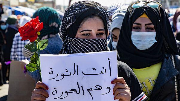 شاهد: عراقيات يتظاهرن في بغداد دفاعا عن دورهن في الاحتجاجات