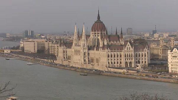 A budapesti Parlament a Vár felől nézve