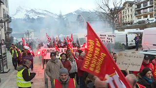 شاهد: أهالي قرية سان جيرفيه الفرنسية في تظاهرة ضد ماكرون