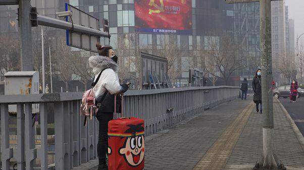 لافتة تتضمن الدعاية الحكومية للحرب ضد مرض COVID-19 في بكين 13 فبراير ، 2020.