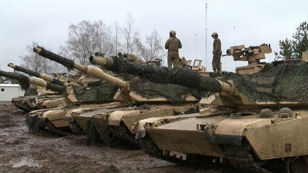 #euroviews : soldats texans en Lituanie, Air Italy en faillite, vautours empoisonnés en Grèce