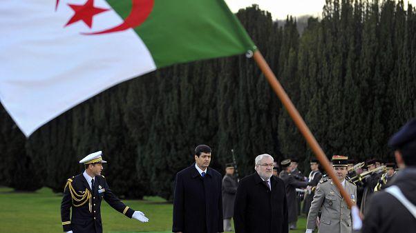 وزير المجاهدين الجزائري الطيب زيتوني برفقة وزير المحاربين القدامى والذكرى الفرنسي جان مارك توديسكيني