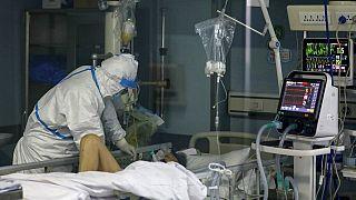 شیوع ویروس کرونا؛ از آمار ۱۳۸۰ نفری جانباختگان تا انتقاد آمریکا از چین