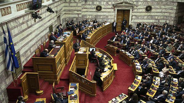 «Μετωπική» των πολιτικών αρχηγών στη Βουλή με αιχμή τα εργασιακά