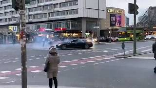 Berlin'de drift yapan araç