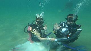 Deeply in love: underwater wedding on Valentine's Day in Thailand