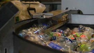 Noruega dá o exemplo na reciclagem de garrafas de plástico