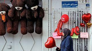 جشن ممنوعه ولنتاین در ایران؛ از جوانان تهران تا طلبههای قم