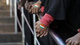 الهند: تعرية طالبات للتأكد من كونهن في فترة الدورة الشهرية