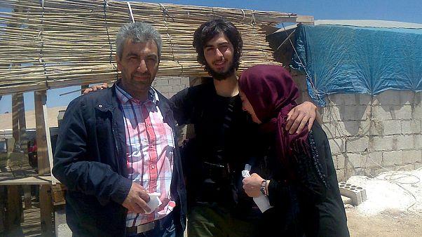 بوراك مع أمه وأبيه