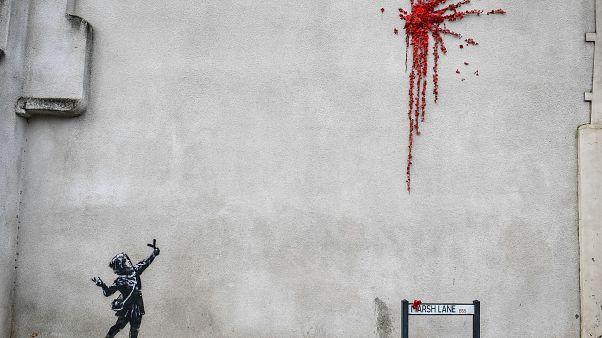 Ο Banksy τίμησε την ημέρα του Αγίου Βαλεντίνου με έργο στο Μπρίστολ
