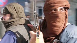 """Estados Unidos anunciam """"acordo"""" com talibãs"""