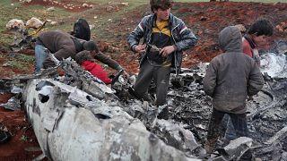 حطام المروحية العسكرية التابعة لجيش النظام السوري أسقطت الجمعة ببلدة أورم الكبرى بريف حلب. 14/02/2020