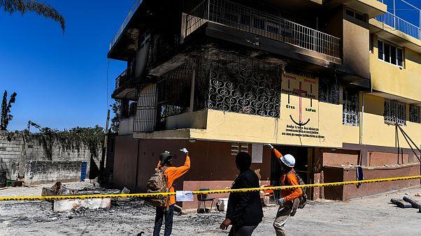 Haiti'nin başkenti Port-au-Prince'de yangın çıkan  yetimhanede