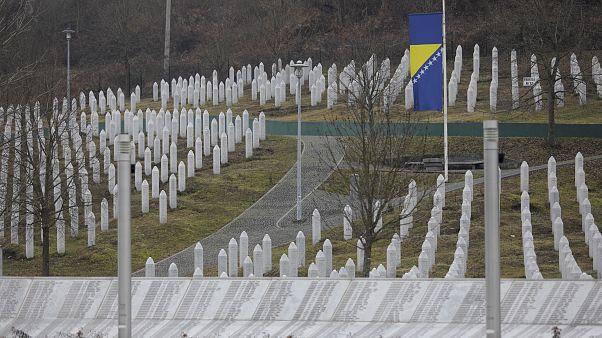 Srebrenitsa'da kimliği belirlenemeyen 82 kurban toprağa verilecek