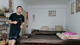 Pan Shancu corriendo en su casa